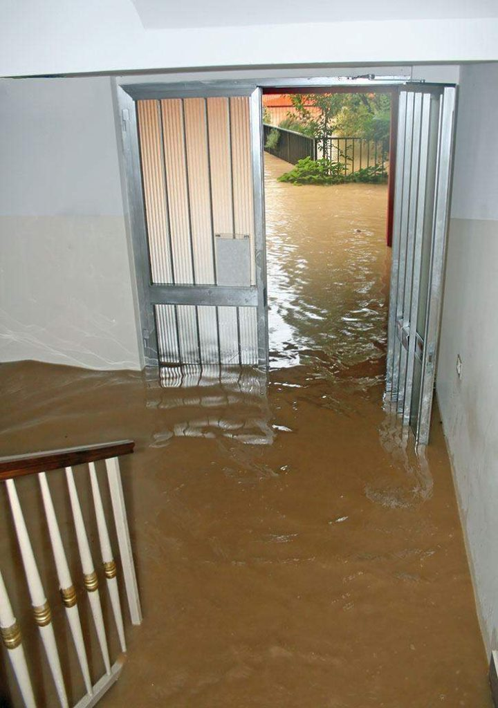 floods cause home water damage in Hanover, MN