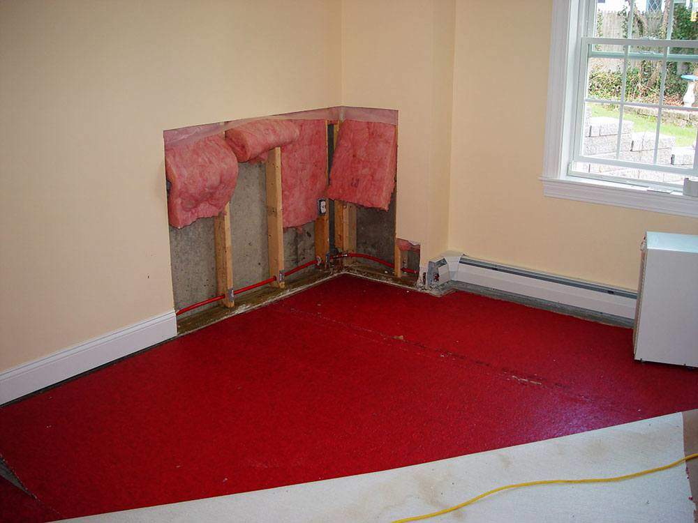 floor and wall water damage in Gonzales, TX